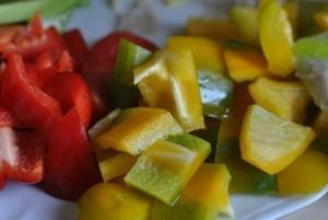 Chuẩn bị nguyên liệu để xào - Thực phẩm An Tâm