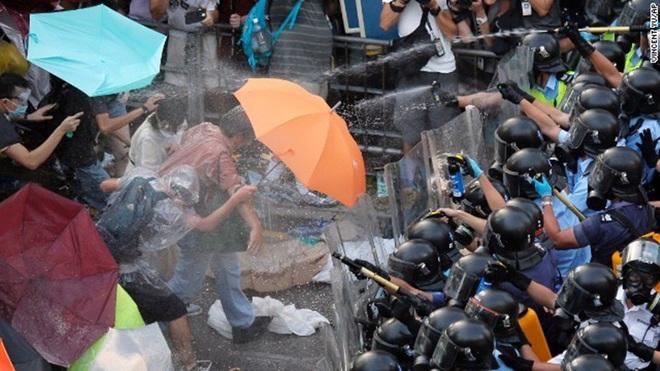 Người biểu tình bị đàn áp thẳng tay ở HK - Thực phẩm An Tâm