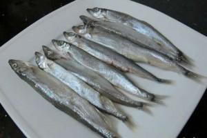 Rửa cá trứng sạch để cho ráo - Thực phẩm An Tâm